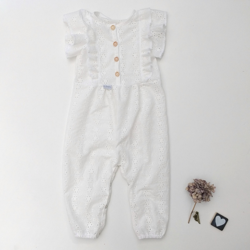 Onesie ruffels back and front broderie