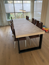 Visgraat eiken Versailles tafel met U-onderstel 12x1 of 12x4