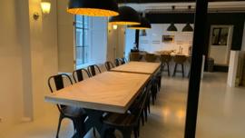 Visgraat eiken tafel Osla  (met brede lijst) met X-onderstel
