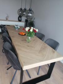 Visgraat eiken tafel Osla met U-onderstel 12x1 of 12x4