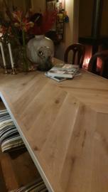 Visgraat eiken tafel Osla met U-onderstel 12x1