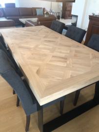 Visgraat eiken Versailles tafel met U-onderstel 8x4, 10x10, 12x1 of 12x4cm