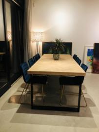 Visgraat eiken tafel Mosina met dunne lijst en U-onderstel 12x1 of 12x4cm