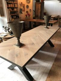 Visgraat eiken tafel Osla  met A-onderstel