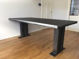 Metalen tafels