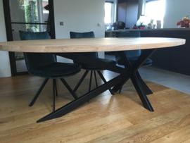 Ovale eiken tafel Obra Komeet