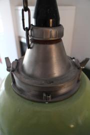 INDUSTRIËLE LAMP UIT RUSLAND MET GROENE KAP MET KETTING