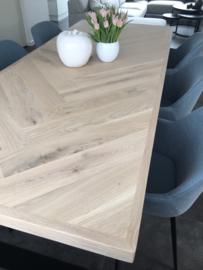Visgraat eiken tafel Osla met U poten 12x1 of 12x4 (color Livid W10)