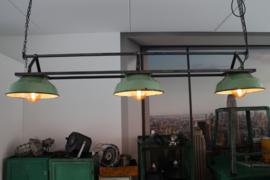 INDUSTRIËLE EETTAFEL LAMP HARTA MET X AANTAL GROENE KAPPEN