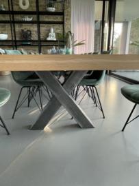 Visgraat eiken tafel Mosina met X-onderstel