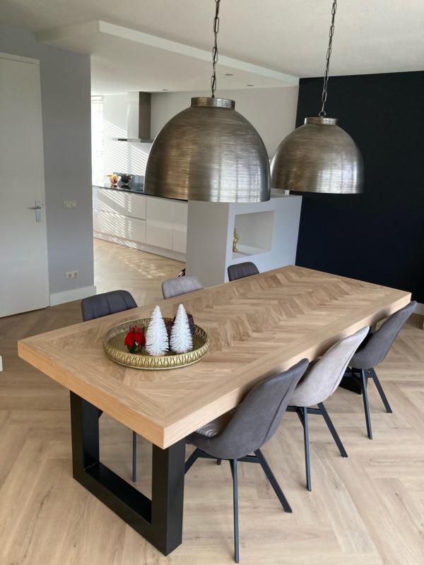 Visgraat eiken tafel Mosina met U-onderstel 5x5, 8x4, 10x10 of 12x12cm