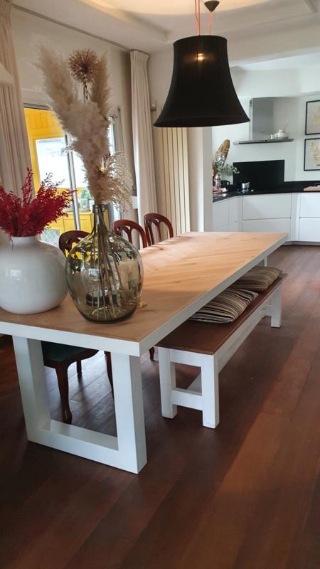 Visgraat eiken tafel Osla met U-onderstel 10x10
