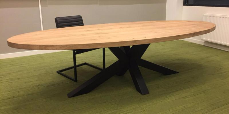 Ovale eiken tafel Obra incl matrix onderstel