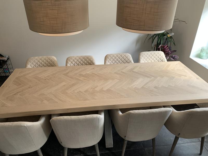 Visgraat eiken tafel Mosina met matrix onderstel