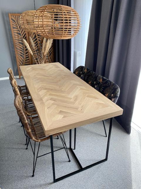 Visgraat eiken tafel Mosina met Zagan-onderstel