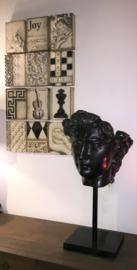 Romeins hoofd op staander