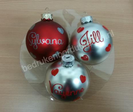 Kerstbal met naam + hartjes..