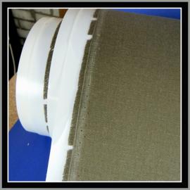 nr. 534 Brushed grijs / groen geplakt op wit pvc