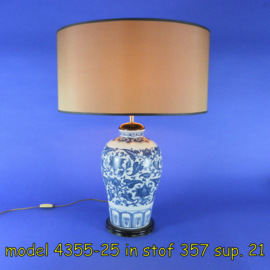 Keramieken lampvoet restaureren en bijpassende lampenkap maken.