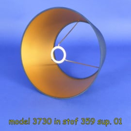 model 3730; gemaakt in een stof van de klant.