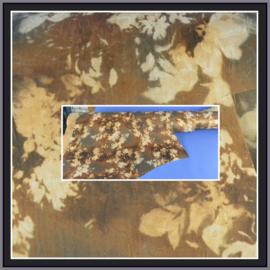 nr. 337 Abstracte bloemen print geplakt  op goud pvc.