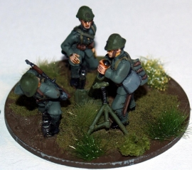 Dutch Army 81mm Mortar and Crew