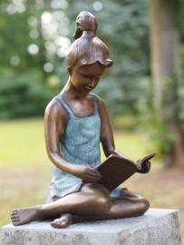 AN0803BR -V-M - Groot lezend meisje