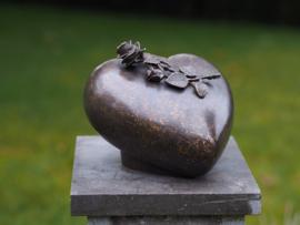 Bronzen urn Hart met roos