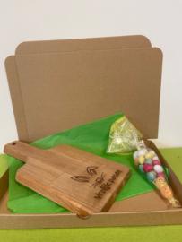 Paas houten (ontbijt/tapas plank) incl zakje paaseitjes