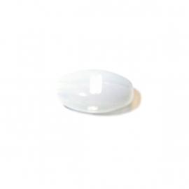 Melkwitte, langwerpige glaskraal