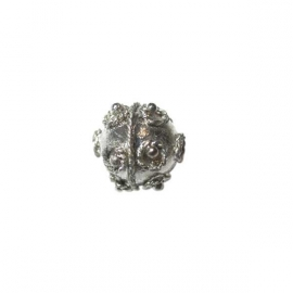 Metal balibead with twisted decoration