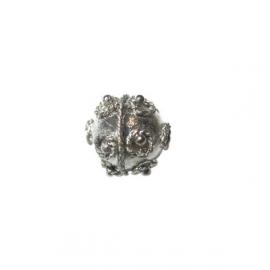 Metalen Balibead met gedraaide versiering