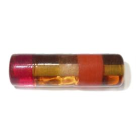 Langwerpige glaskraal met rood en oranje