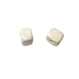 Beige vierkante natuursteen kraal