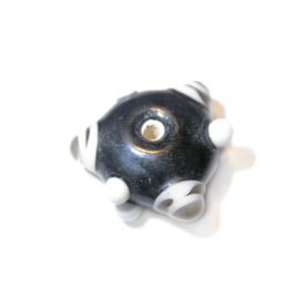Zwarte glaskraal met witte en grijze uitsteeksels