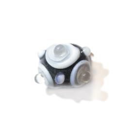 Handgemaakte zwarte kraal met doorzichtige uitsteeksels