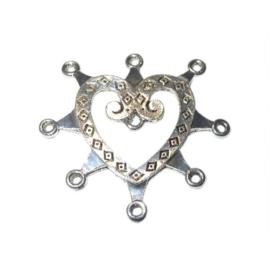 Metalen hart met oogjes waar je iets aan kunt hangen