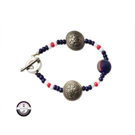 Armband met blauwe, rode en witte glaskralen