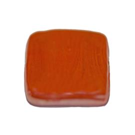 Platte, vierkante rode glaskraal