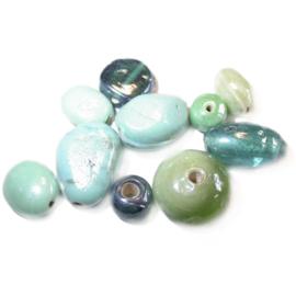 Groene glaskralen mix; verschillende afmetingen