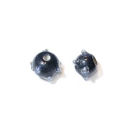 Kleine zwarte glaskraal met grijze uitsteeksels