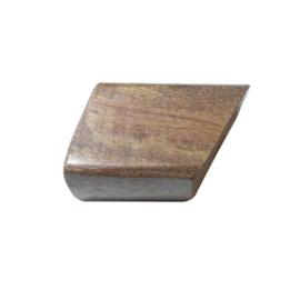 Bruine schuinlopende houten kraal
