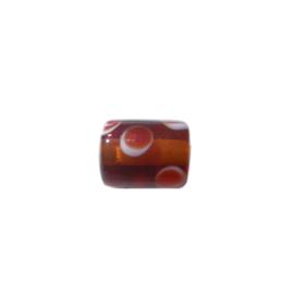 Bruine glaskraal met witte stippen met daarin rode stip