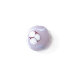 Roze ronde glaskraal bewerkt met lila en wit