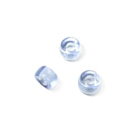 Lichtblauwe, halfronde glaskraal