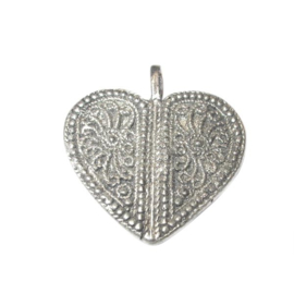 Metal heart with decoration
