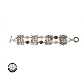 Armband met metaalkleurige kralen en paarse en roze glaskralen