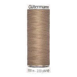 Nr 139 Lichtbruin Gutermann alles naaigaren 200 m.