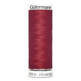 Nr 026 Rood Gutermann alles naaigaren 200 m