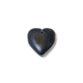 Zwarte, hartvormige glazen kraal; hanger